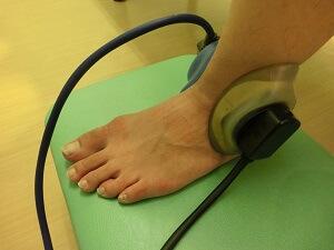 足首電気治療